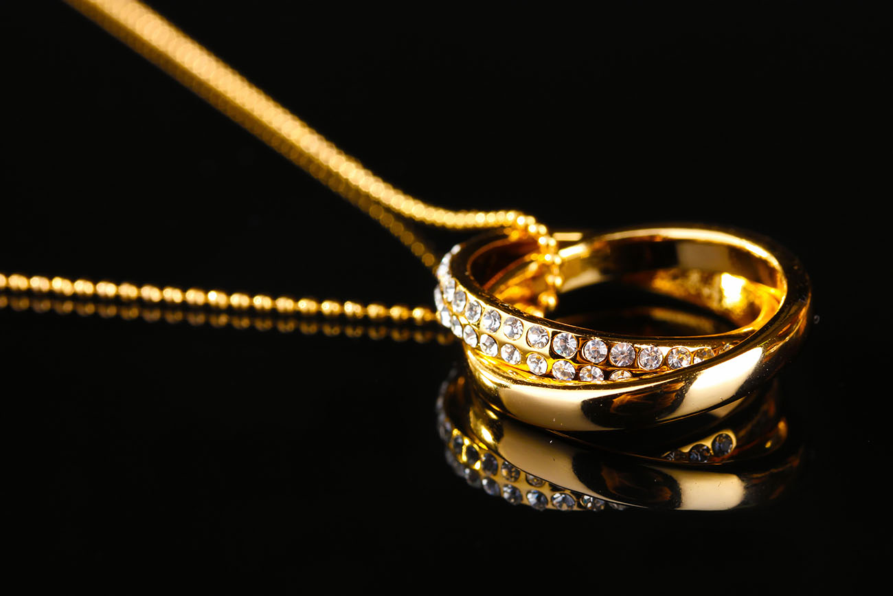 Gold jewelry pendant